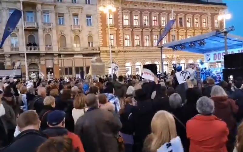 Na Trgu bana Jelačića održan najveći do sada prosvjed protiv gradonačelnika Milana Bandića!