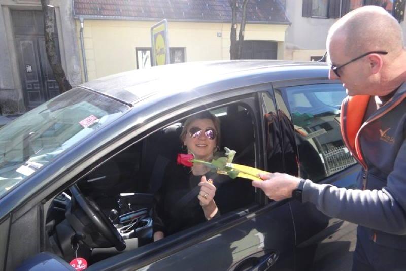 SAMOBOR: Policijska uprava zagrebačka na ugodan način iznenadila vozačice