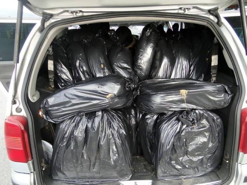 ZAUSTAVILI GA NA ZAOBILAZNICI: Švercao 590 kg sitno rezanog duhana, zaplijenjen duhan i auto
