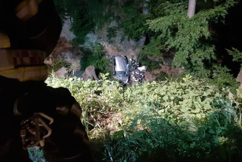 DRAMA NA SLJEMENU: Par autom sletio u provaliju dublju od 30 metara, izvlačili ih i vatrogasci i GSS