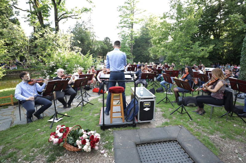 IZLAZAK IZ IZOLACIJE: Zagrebačka filharmonija koncertom na Labuđem otoku oduševila Zagrepčane