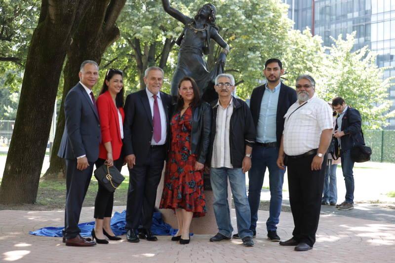 """U povodu Svjetskog dana romskog jezika otkrivena skulptura """"5. studenoga"""""""