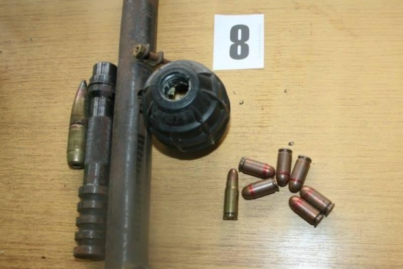 Policija pronašla devet kilograma marihuane, 654 stabljike, bombu, streljivo...