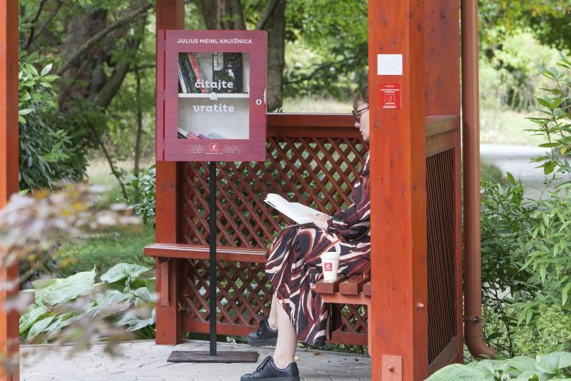 Julius Meinl Botaničkom vrtu darovao knjižnicu za besplatnu razmjenu knjiga