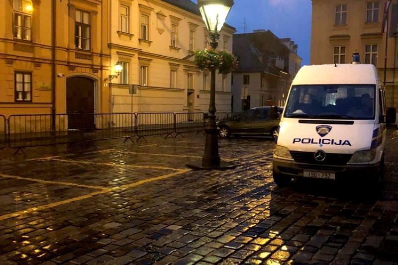 Policija privremeno ograničila kretanje i prometovanje Trgom svetog Marka