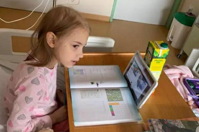 UTRKA S VREMENOM: 7-godišnja Lucija u njemačkoj bolnici na kemoterapiji čeka donora koštane srži