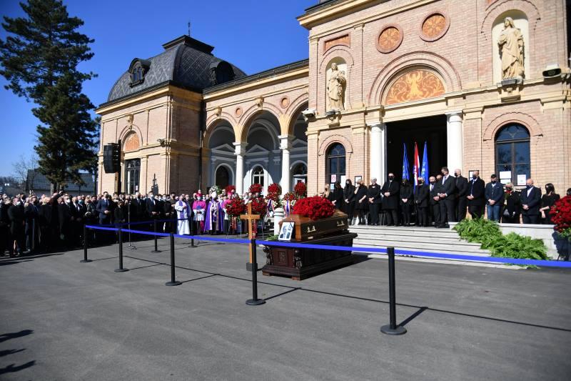 Tisuće ljudi okupilo se na posljednjem ispraćaju gradonačelnika Milana Bandića