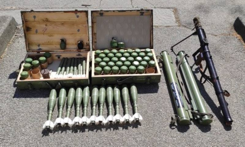 U garaži na Trešnjevci pronađen pravi arsenal - ručni bacači i gomila bombi, mina...